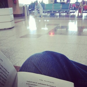 momekh-travel-lahore-airport-delay-wait